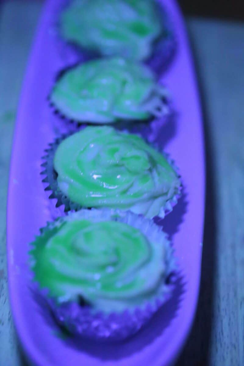How to make glowing cupcakes