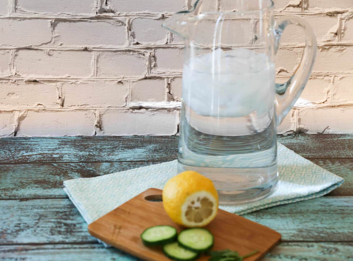 How to Make Cucumber Water Detox