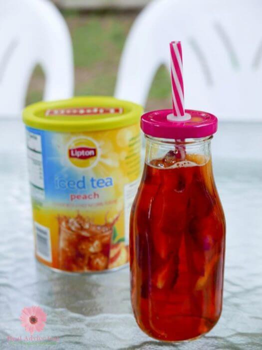 Lipton tea with ice cubes