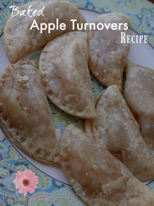 Super easy apple turnover recipe. This recipe is so delicious and perfect for breakfast or snack. You can make lots, just freeze and heat up in the microwave