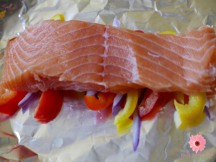 salmon with bell peppers