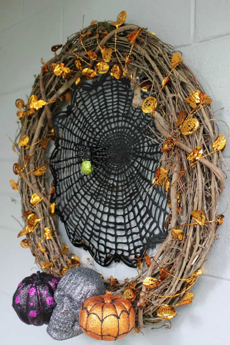 Add this cool Halloween wreath to your house and welcome guests for a spooky and fun Halloween.