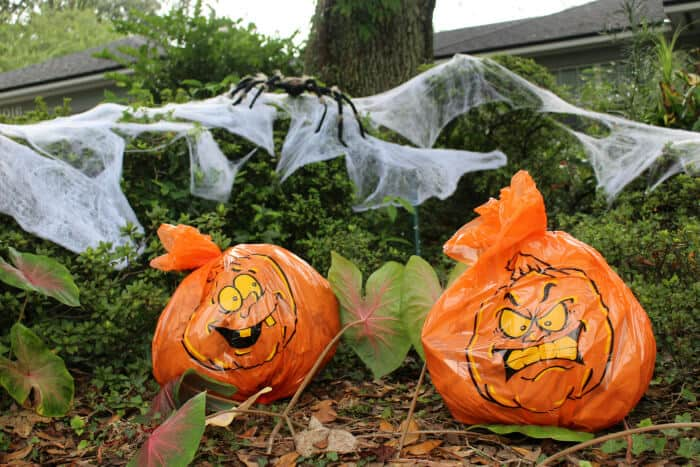 These pumpkin bags are super cheap but super cool Halloween decor that everyone will love.